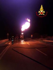 SS106 ancora chiusa per l'incidente sulla strada zona Strongoli, causa ribaltamento autocisterna (3)