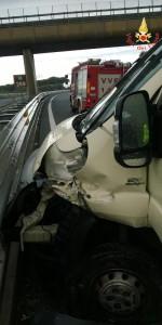 incidente stradale sull'Autostrada del Mediterraneo A2 direzione Nord (2)