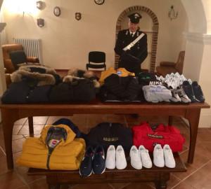 Controlli dei Carabinieri, sequestrati capi di vestiario contraffatti