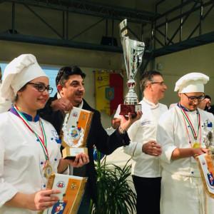 Due alunni dell'Istituto Alberghiero di Le Castella vincono il Concorso enogastronomico regionale (1)