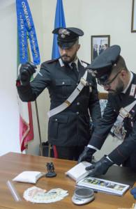 Due arresti a Petilia Policastro, nascondevano in auto oltre un Kg di cocaina