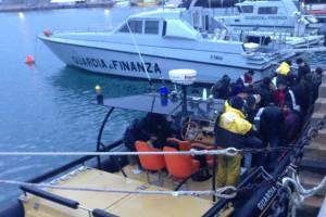 Fermata barca a vela al largo della Calabria ionica con 31 migranti a bordo, Arrestati due scafisti ucraini1