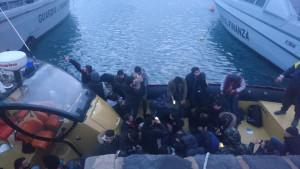 Fermata barca a vela al largo della Calabria ionica con 31 migranti a bordo, Arrestati due scafisti ucraini2