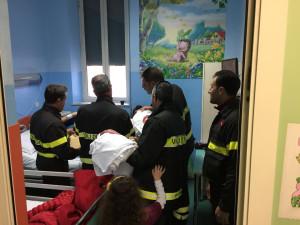 I Vigili del Fuoco fanno visita ai bambini dei reparti di Oncologia pediatrica dell'Annunziata di Cosenza (1)