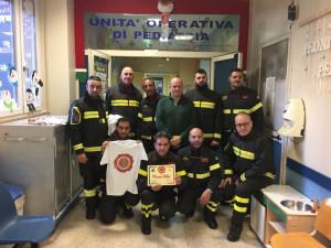 I Vigili del Fuoco fanno visita ai bambini dei reparti di Oncologia pediatrica dell'Annunziata di Cosenza (2)