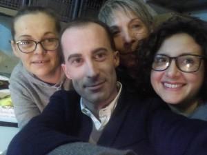 """Le creazioni dell'Associazione coriglianese """"L'Officina delle Idee"""" a Sanremo - Monika Kiemlik, Fabio Pistoia, Giulia Giordano e Raffaella Marrazzo."""