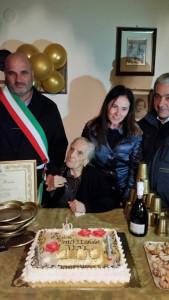 Zia Rosina compie 100 anni, è la nonna più anziana di Cirò (2)