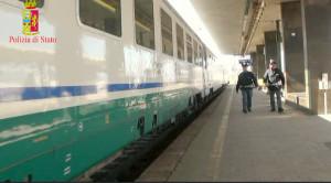 """""""Fuitina"""" dalla Svizzera a Villa San Giovanni, ritrovati due minorenni dalla Polfer sul treno"""
