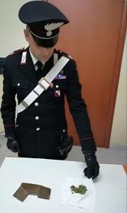 Perquisizioni dei Carabinieri e unità cinofila della Finanza a Scandale, due arresti per armi e droga (1)