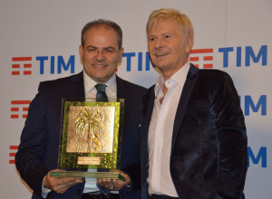 """Sanremo 2018 A Ron il """"Premio della Critica Mia Martini"""" realizzato da Affidato (6)"""
