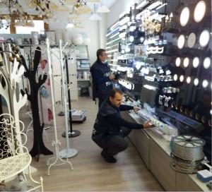 Sequestrati dalla Finanza 246 mila prodotti privi di etichetta in un Negozio Cinese (2)