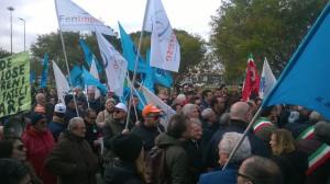 Sette pullman partiti per la Manifestazione a Lamezia a difesa dell'Aereoporto di Crotone