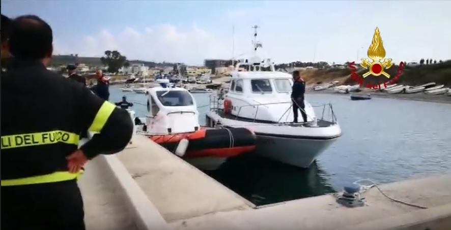 Catanzaro Lido, tragedia in mare: due giovani gambiani annegano per recuperare pallone