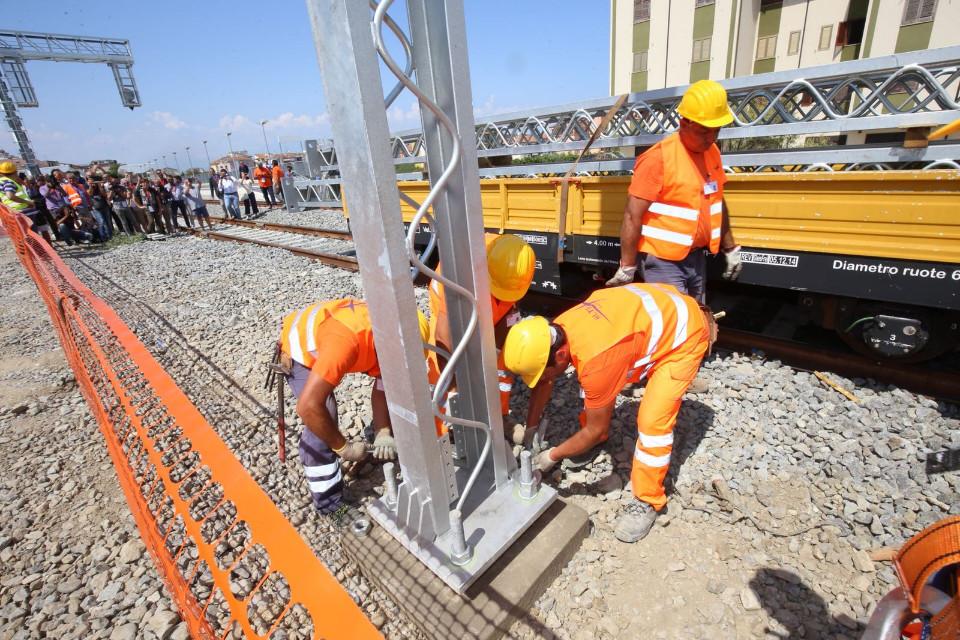 Al via oggi i lavori per l elettrificazione della nuova for Lavori parlamentari