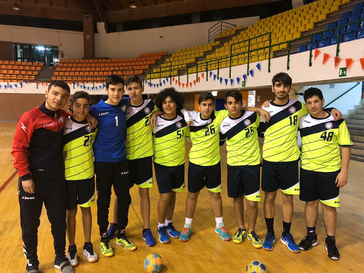 """258ccf18f7 La formazione Under 17 della """"Pallamano Crotone"""" vince il campionato e si  laurea campione regionale"""