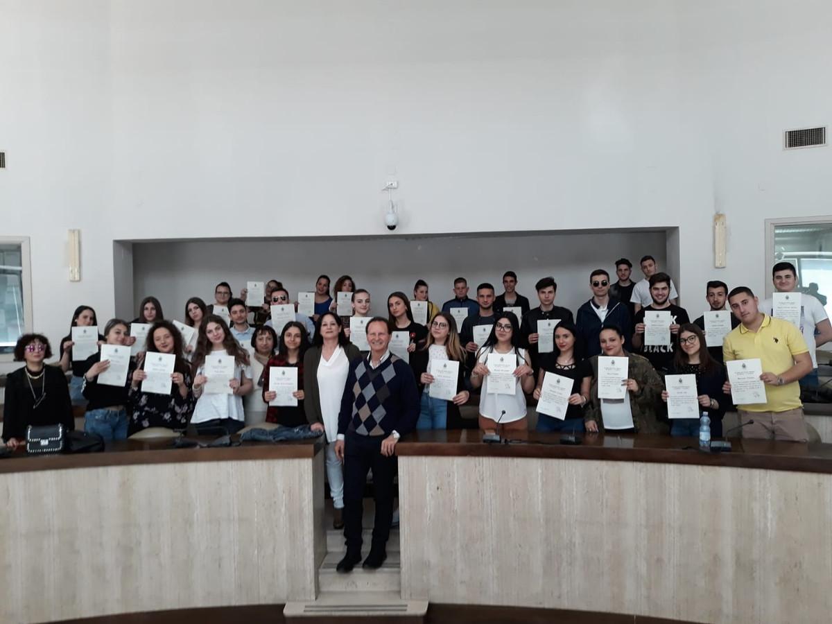 Crotone il sindaco ringrazia gli alunni che hanno svolto for Casa comunale